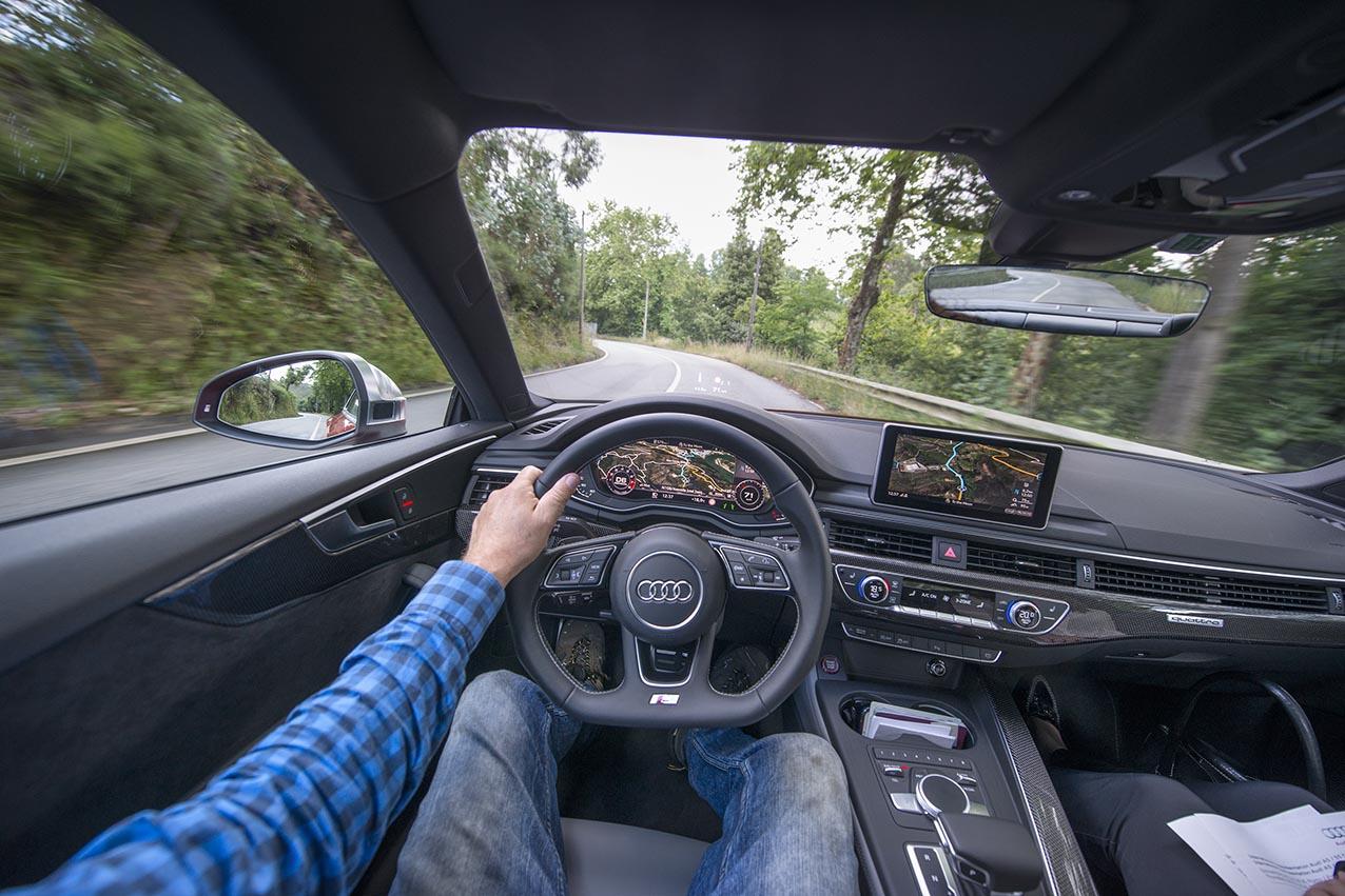 Audi S5 ur pilotens perspektiv