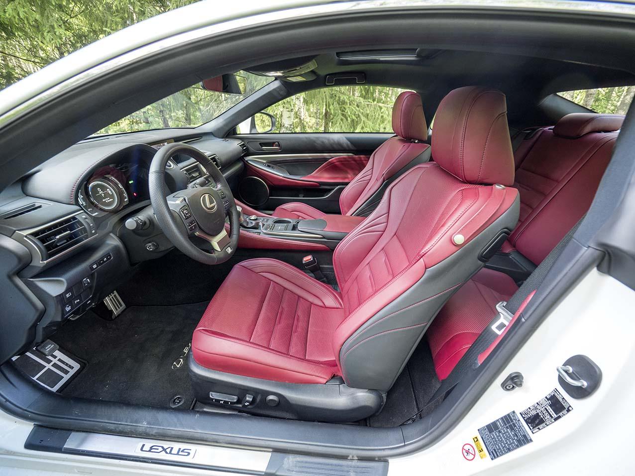 Lexus RC 300h utmärkta stolar