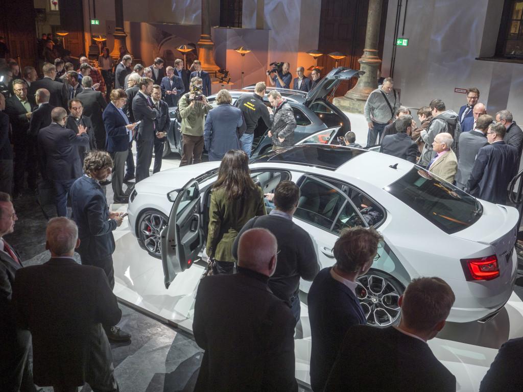 Det var många som ville se nya Skoda Octavia när den premiärvisades för media och inbjudna gäster.
