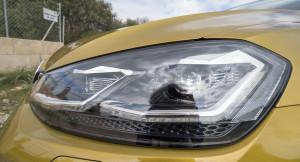 Volkswagen går ifrån xenon-strålkastarna och ersätter dem med LED-strålkastare på toppmodellerna. Bak får den också LED-ljus och vandrande blkinkers.