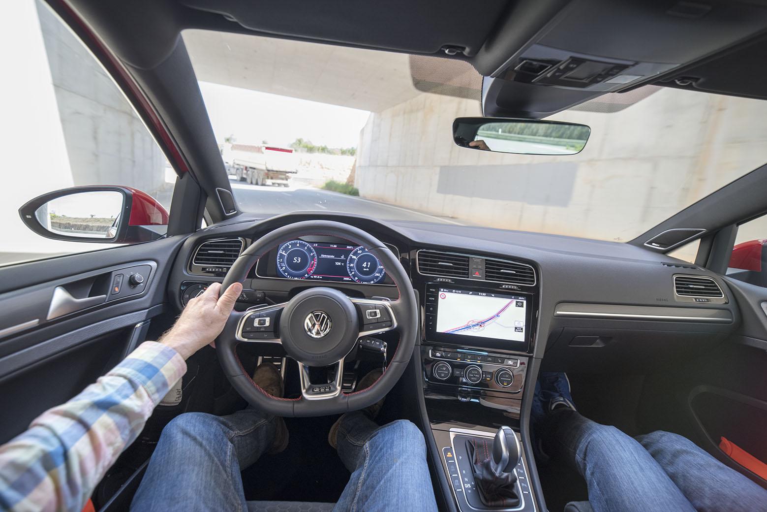 Förarens arbetsplast i VW God GTI