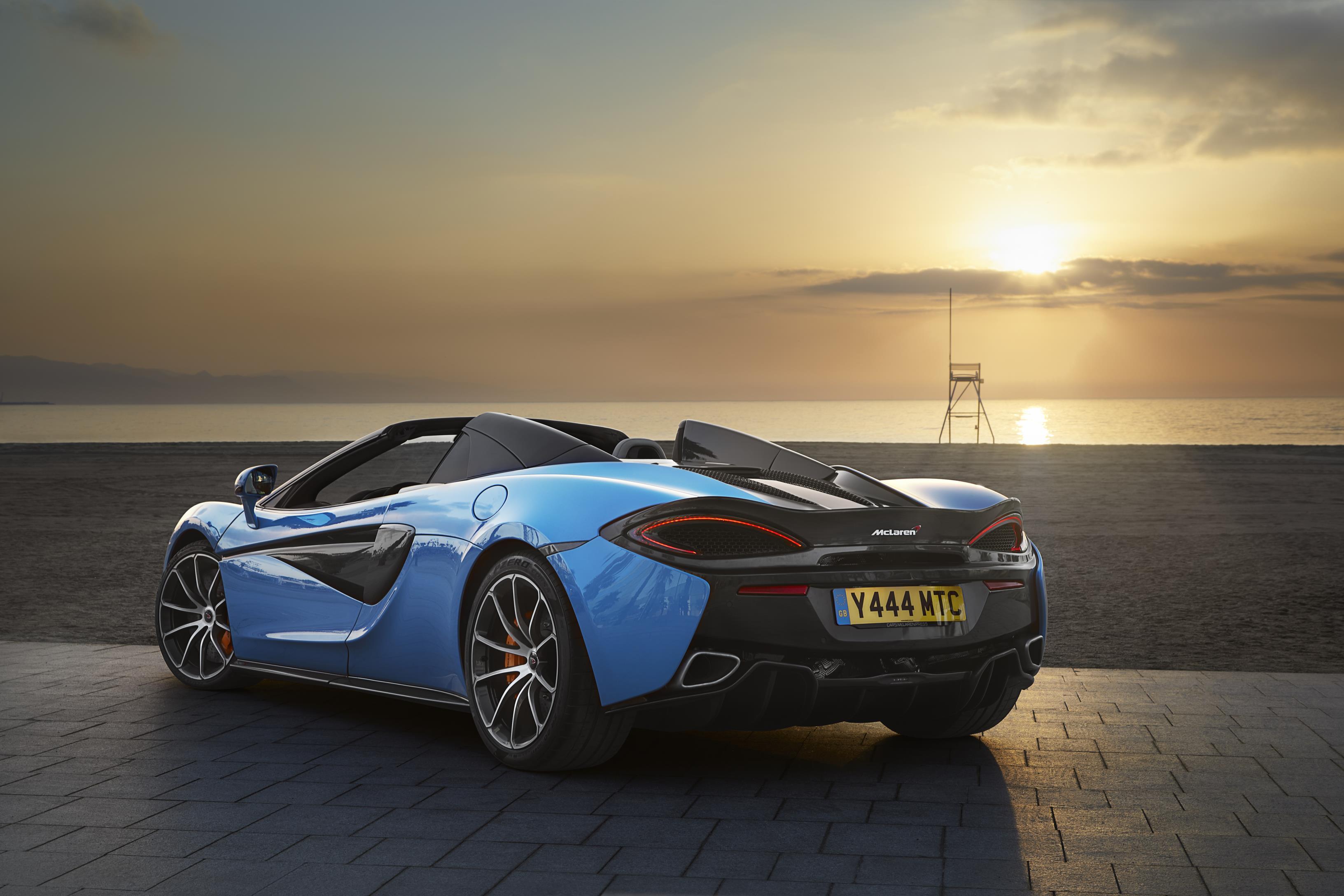 McLaren_570S_Spider_Drive-0002